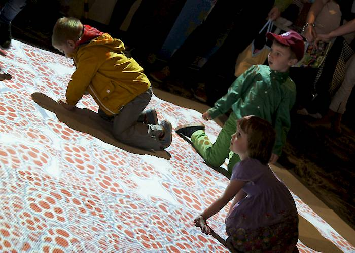 Touchable floor for kids with an integration game