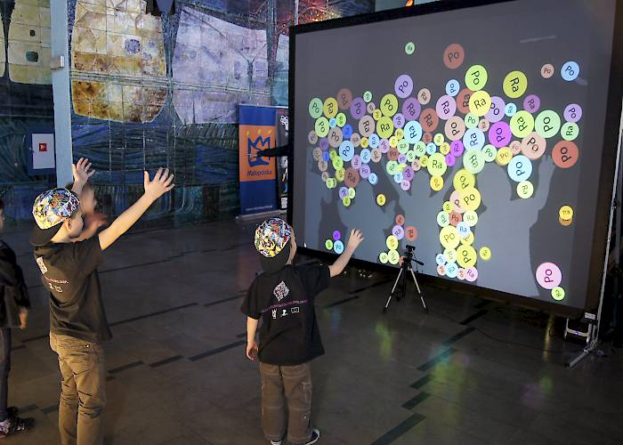 Interactive wall Kinect with educational game - Night of Scientists