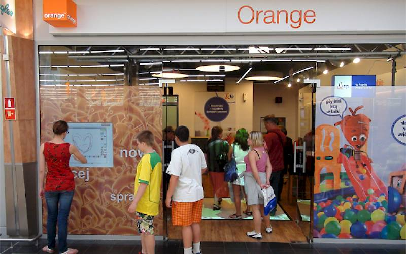 Touchable shopwindow in Orange store