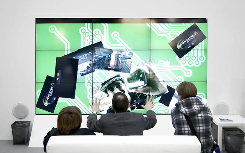 Videowall with interactive presentation
