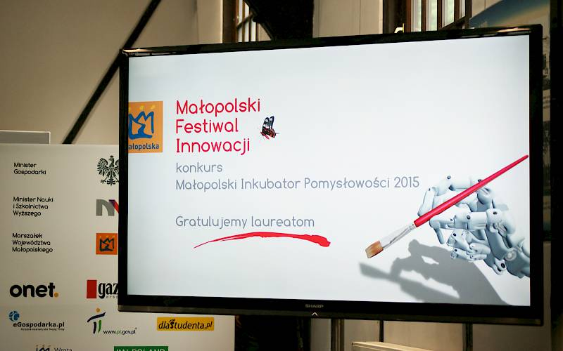 LCD monitor on MFI