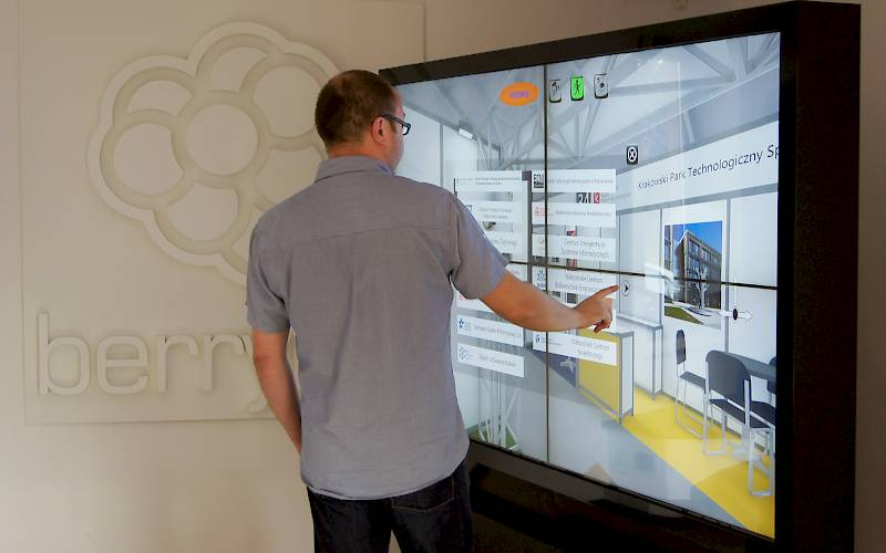 Multitouch wall with interactive presentation