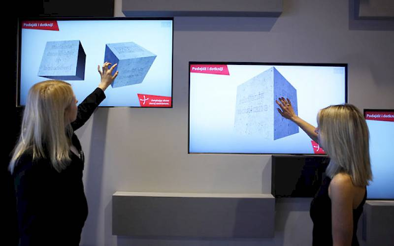 Touchscreen with offer presentation for TPA