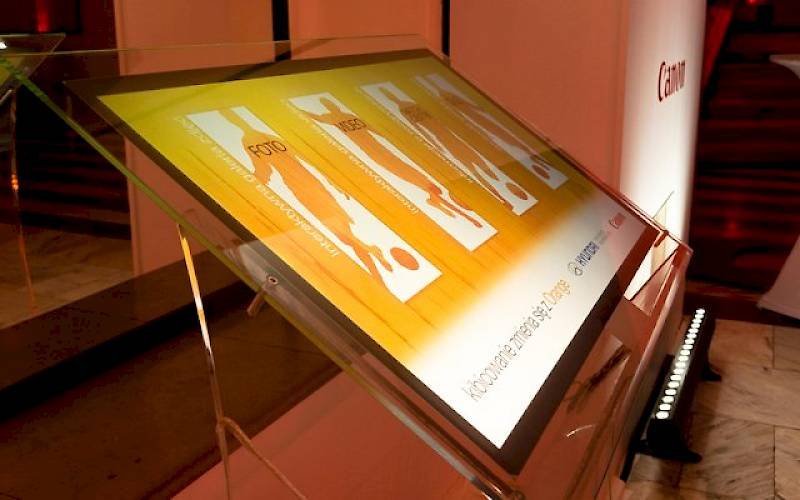 Interactive stand with presentation