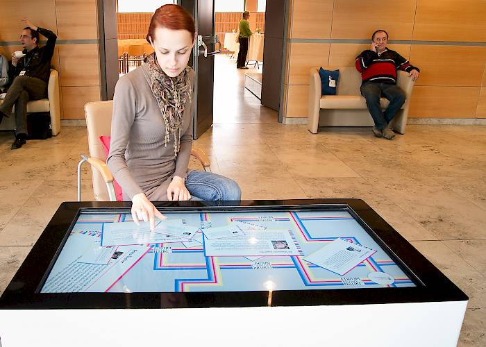 Interactive table with a presentation