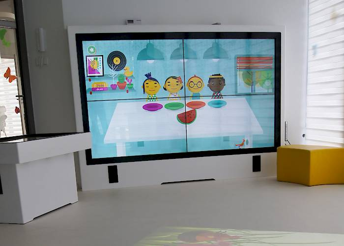 Interactive room in Pod Magnolią kindergarten - multitouch videowall and interactive table
