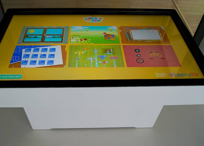 Interactive room in Pod Magnolią kindergarten - interactive table with Duckie Deck games