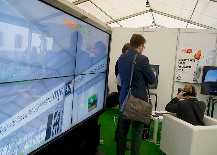 Malopolska Innovation Fair - interactive videowall with virtual tour touch app