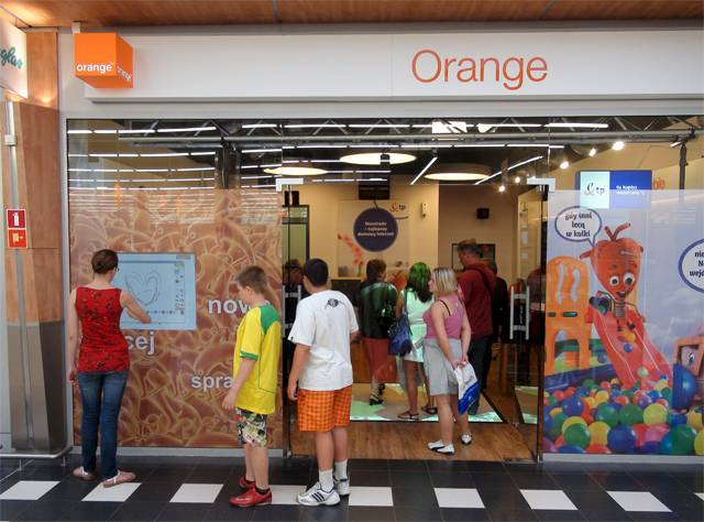 Interactive floor in Orange store